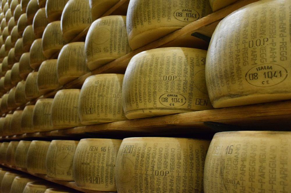 De Deutsche Bank investeert in Parmezaanse kaas